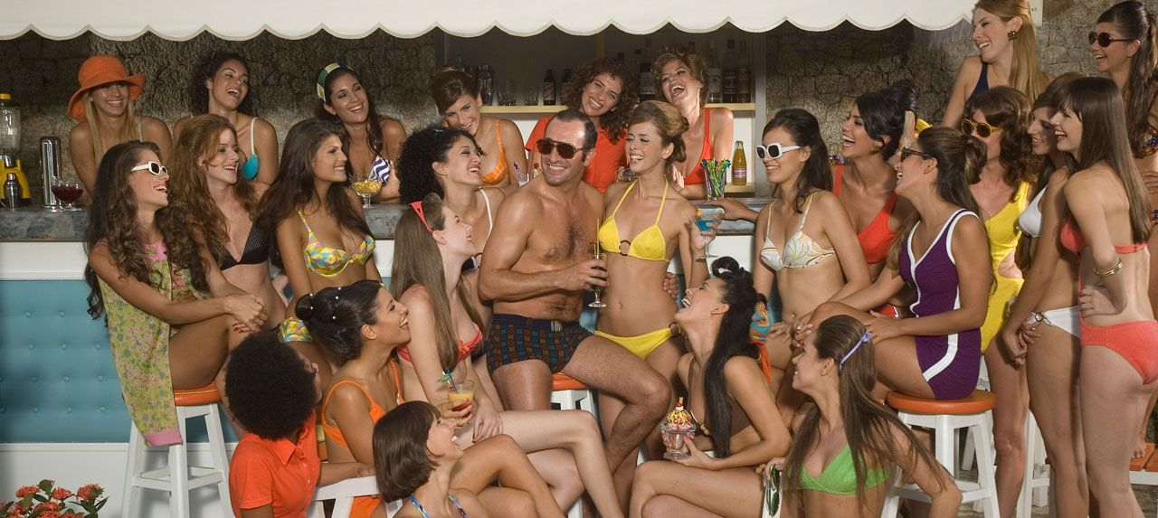 An image from OSS 117: Lost in Rio