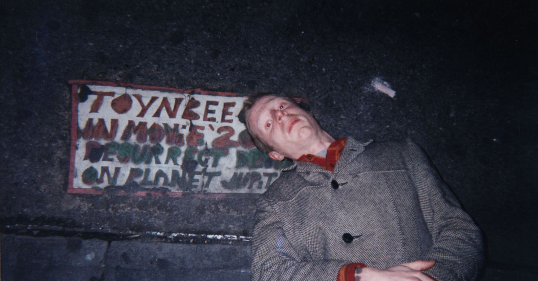 An image from Resurrect Dead: The Mystery of the Toynbee Tiles