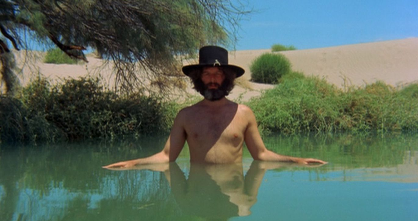 review of el topo Short of a master piece, i'd say el topo is a movie with a cinematography way out of its time, and should rank next to those as citizen cane, in my opinion lastly, i'd say it gave movie makers great ideas without them giving this movie its deserved recognition.