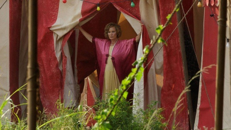 "American Horror Story: Freak Show Recap: Episode 1, ""Monsters Among Us"""