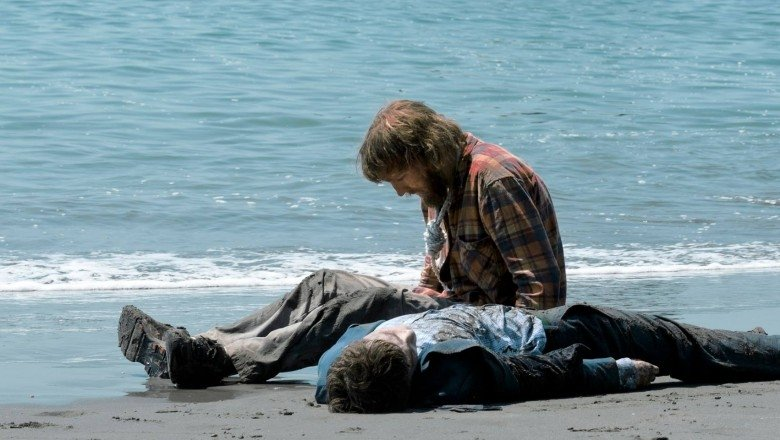 "A24's ""Farting Corpse Movie"" Swiss Army Man Gets First Trailer"