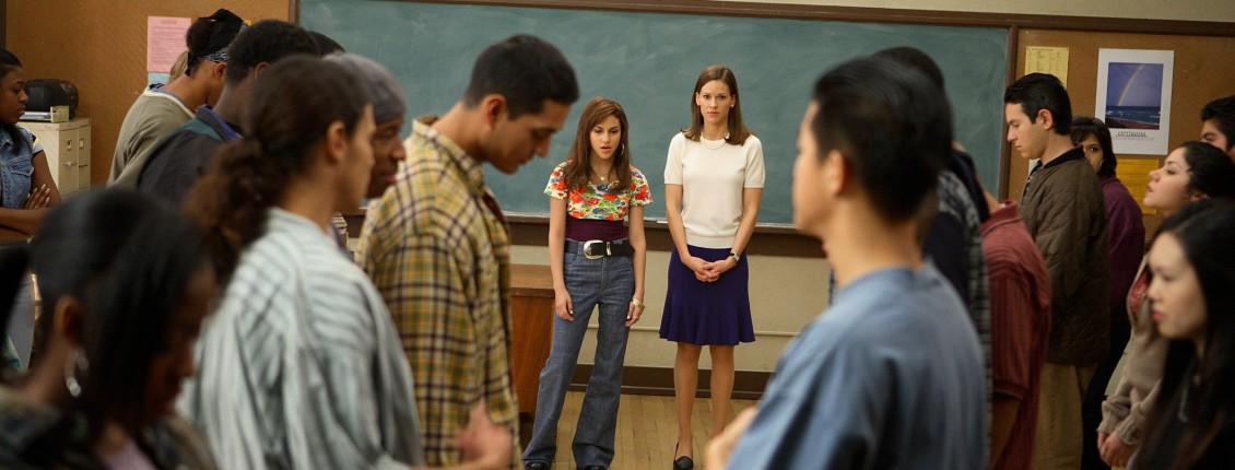 film review freedom writers Freedom writers philip french: richard gravenese's film is another true-life story of an idealistic schoolteacher steve rose: the movie works hard for its feelgood narrative.
