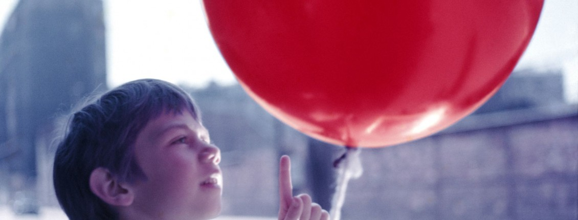 the red balloon movie analysis critique Synopsis one of the greatest children's films of all time, the red balloon is a much-loved french story about a young boy who goes on a series of adventures with a.