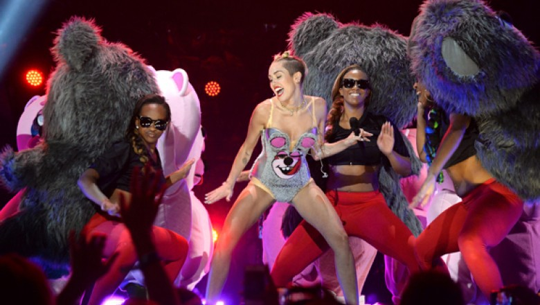Links for the Day: Parsing Miley Cyrus&#8217;s VMA Routine, Nine Inch Nails&#8217;s <em>Hesitation Marks</em> Now Streaming, Dean Norris Spoils <em>Breaking Bad</em> Ending, &amp; More