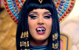"Katy Perry Walks Like an Egyptian in ""Dark Horse"" Music Video"