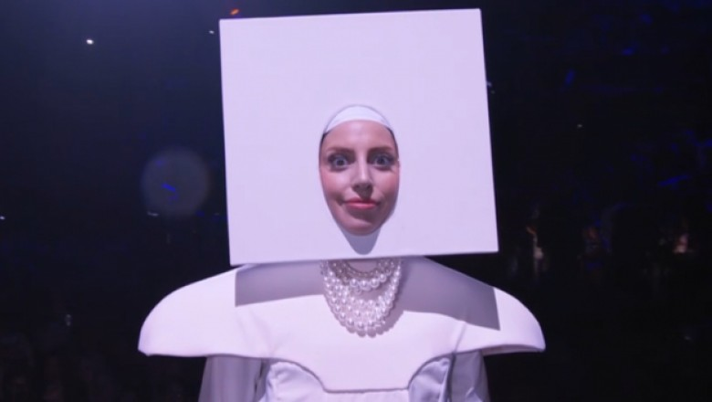 10 Ridiculous GIFs of Lady Gaga Performing Live
