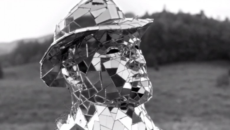 "Arcade Fire Unveils Single & Video for ""Reflektor"""