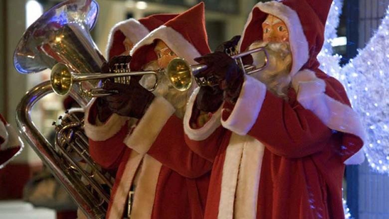 """Doctor Who Recap: Season 2, Episode 0 and 1: """"The Christmas ..."""