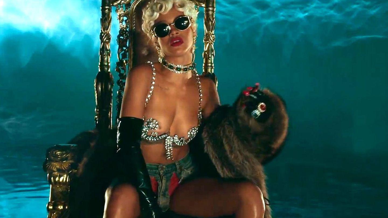 """Music Video: Rihanna, """"Pour It Up"""""""