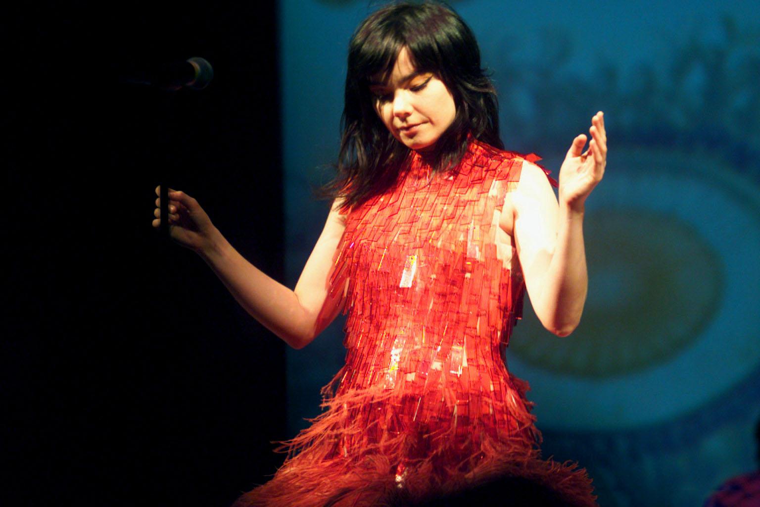 Björk (New York, NY – October 4, 2001)