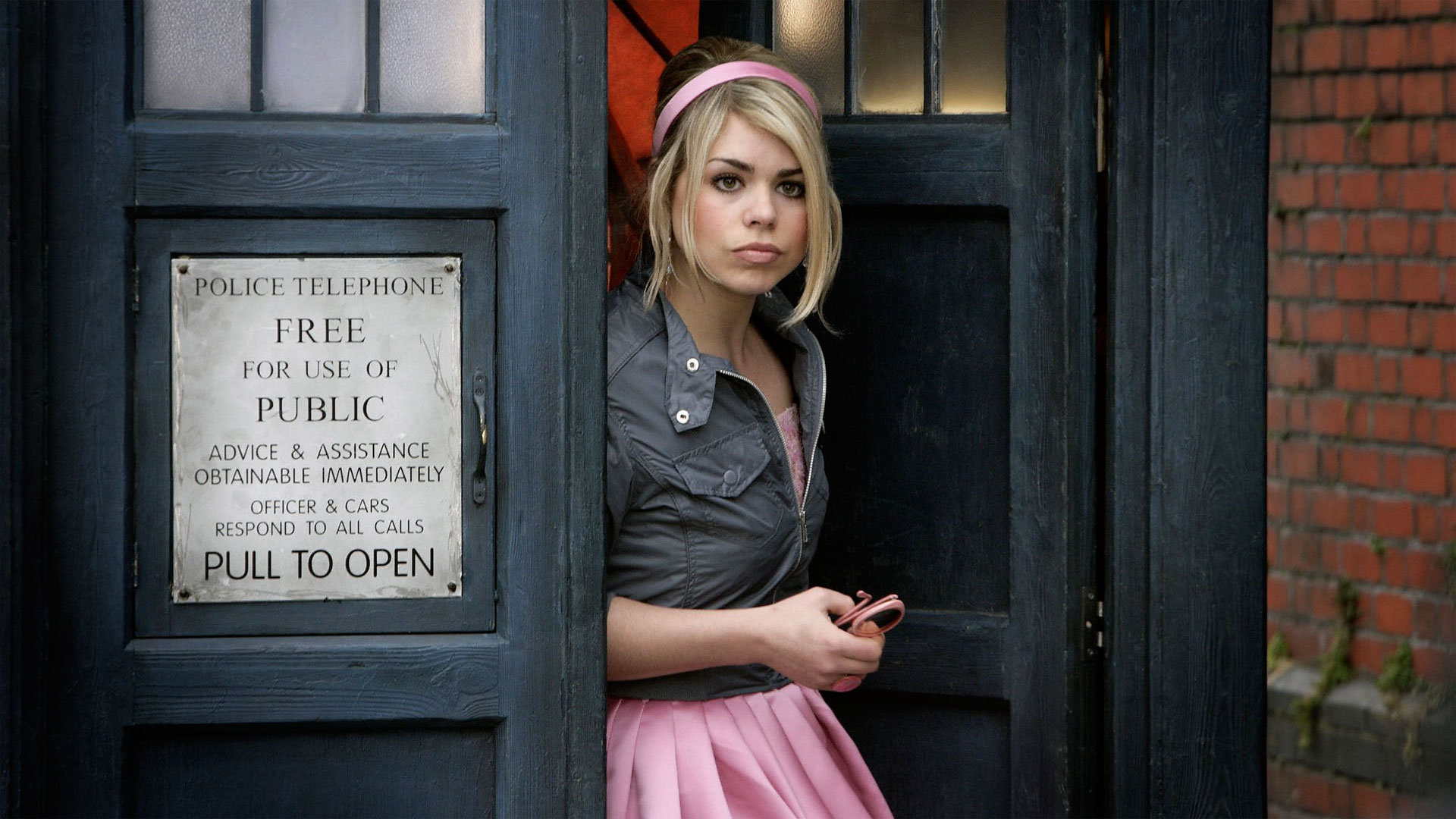 "Doctor Who Recap: Season 2, Episode 7, ""The Idiot's Lantern"""