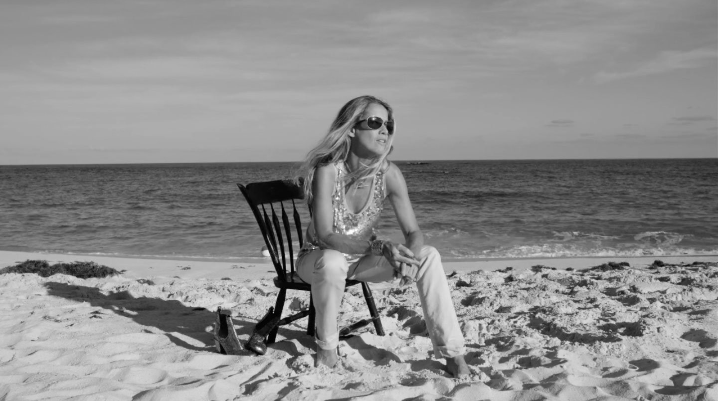 """Premiere: Heather Nova Goes Back to Her Roots with """"Just"""